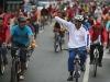 نيكولاس مادورو يسقط من فوق دراجته 600