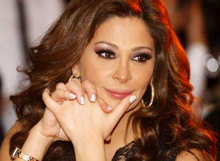 إليسا بعد منعها من الغناء في تونس: وجودي شرف لكم