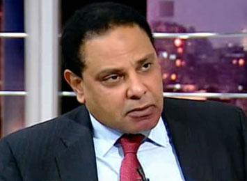 علاء الأسواني يدعو للعصيان المدني
