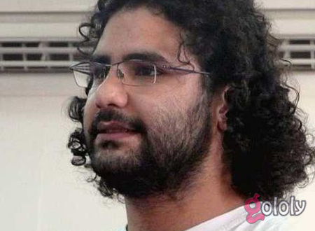 والدة علاء عبد الفتاح تطالبه بإصلاح اللاب توب قبل اعتقاله
