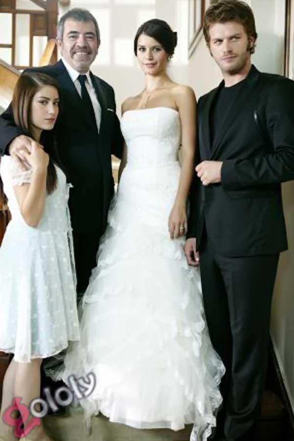 c09b11222 جولولي | بالصور.. فساتين زفاف بيرين سات.. أيهما أجمل؟