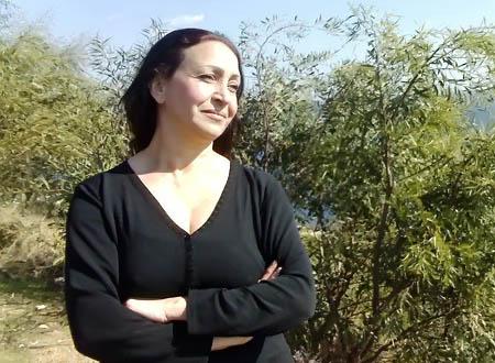 جولولي | مطالب بإسقاط جنسية مليكة مزان بعد عرض جسدها لجهاد النكاح