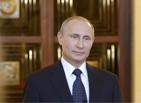 فلاديمير بوتين يكسر التقاليد بلفتة إنسانية.. فيديو