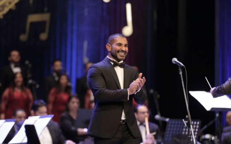 أحمد سعد يحيي حفل أوبرا الإسكندرية بحضور أشقائه عمرو وسامح
