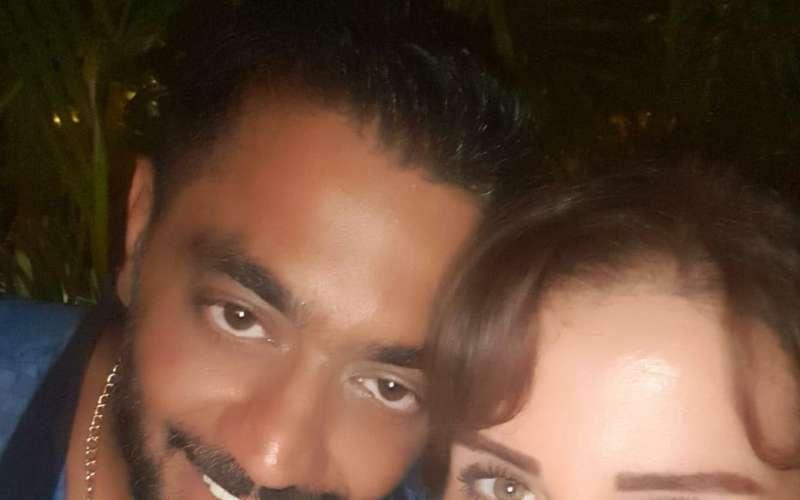 احمد فلوكس وزوجته